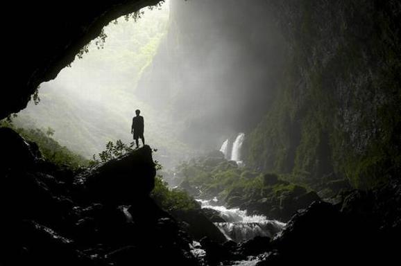 578_deep-within-caves-stephen-alvarez02