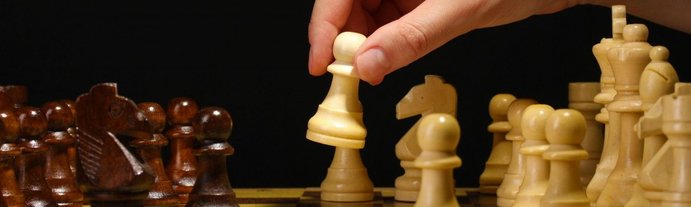 cropped-chess_hand_large