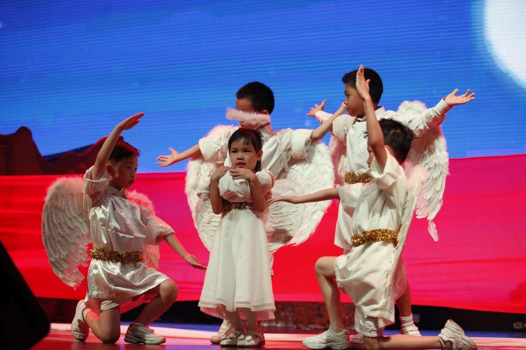 Children Dance - portraying birth of Jesus