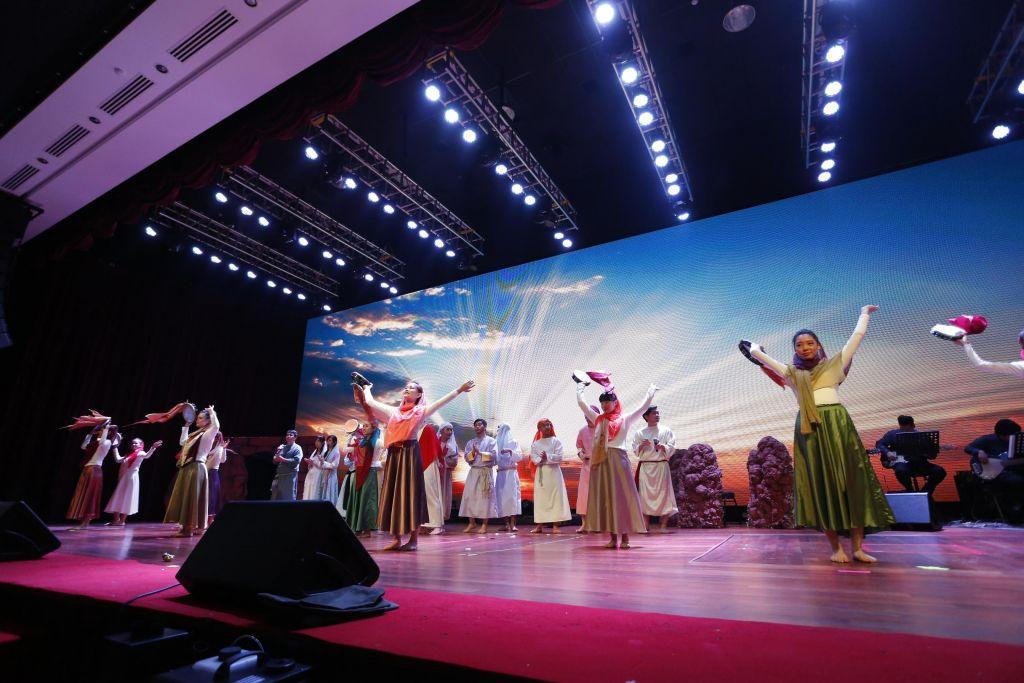 Jewish Girl dancing for Christ has risen
