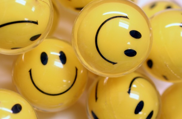 Smiley-Faces-Increase-Happiness-e1365867646602