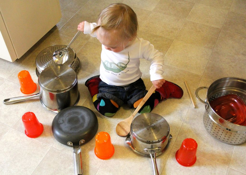 toddler-child-pots-pans-play